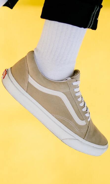 Lässige Sneaker in beige